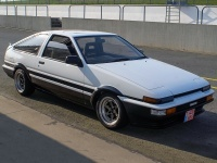 1985 Toyota Corolla GT-S Sport Liftback (AE86) = 206 kph, 130 bhp, 9 sec.