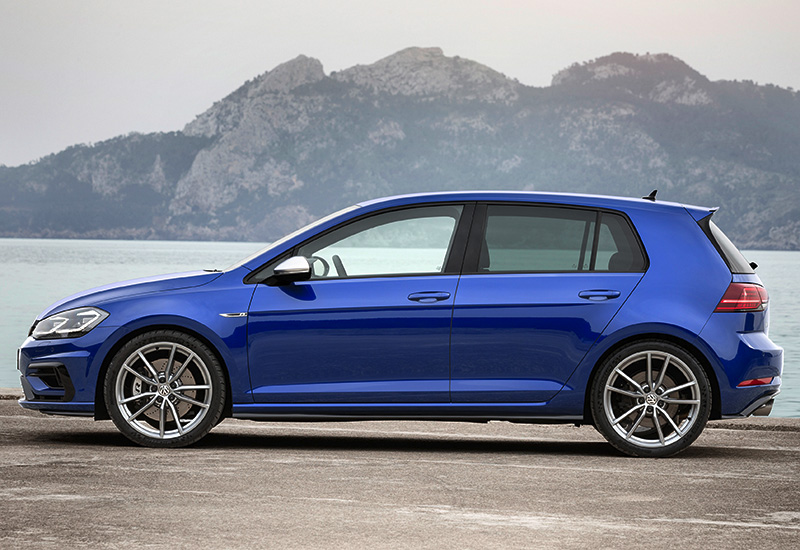 2017 Volkswagen Golf R 5-door